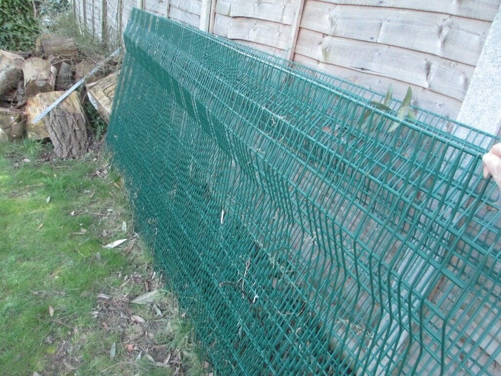 4 X PLASTIC COATED HEAVY DUTY WIRE FENCING, EACH APPROX 10\' w X 4\'h ...