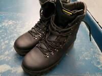 Altberg Defender boots new size 9 large