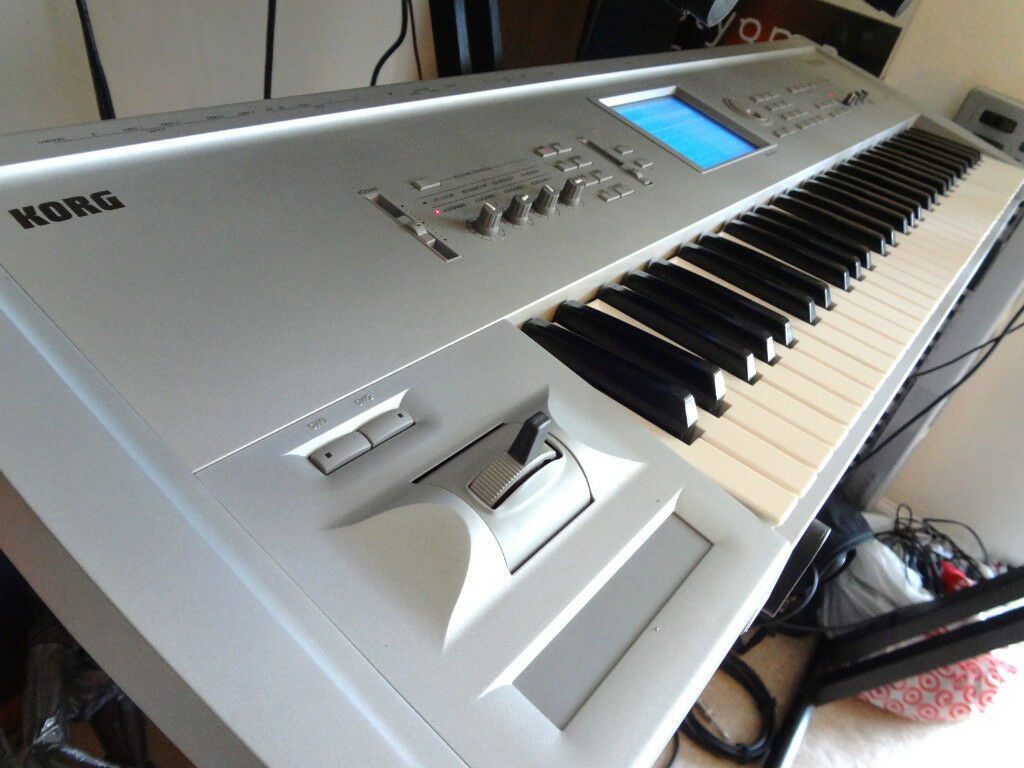 KORG TRITON STUDIO MUSIC WORKSTATION / SYNTHESIZER & SAMPLER 88 KEYS