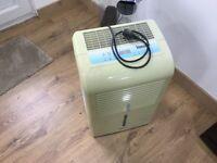 Igenix IG9805 Portable Dehumidifier 740 W - 50 L, White