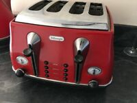 Delongi Red toaster