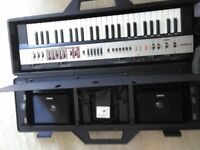 Casio keyboard exelent condition black case with detachable speakers