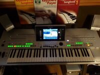 Yamaha Tyros 3 keyboard complete with Yamaha speaker system TRS-MS02 and Yamaha stand