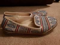 Nordic slip on shoes UK7