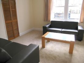 Beautiful, full of light apartment 3 bedrooms and large living room, AVAILABLE NOW