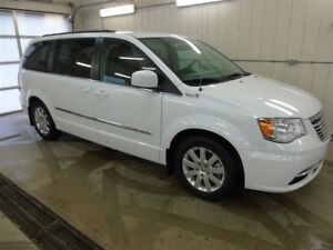 2014 Chrysler Town & Country Touring, Power Liftgate, Navigation