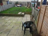 1 DOUBLE BEDROOM PROPERTY WITH PARKING & GARDEN FOR LET (NO FEE)
