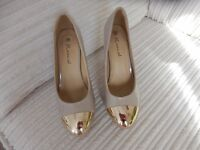 BRAND NEW SIZE 3 CREAM AND GOLD TIPS HIGH HEELED SHOES MADE BY RASCAL SIZE 3