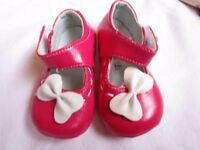Baby girl's shoes