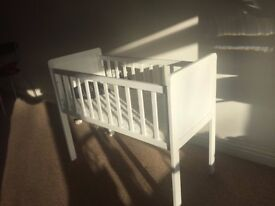 Baby cot almost new in excellent condition