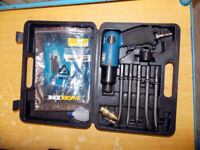 WORKZONE AIR CHISEL SET - ALMOST NEW IN CARRY CASE