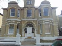A one bedroom ground floor flat located in central Hove, walking distance from Hove seafront.