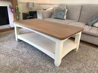 STUNNING IMMACULATE SOLID WOOD COFFEE TABLE!!!!