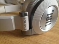 White JBL SYNCHRONOS E40 BT Headphones