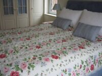 Double/ king size reversible quilted bedspread