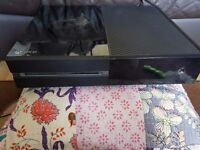Xbox one 500gb & 2 games