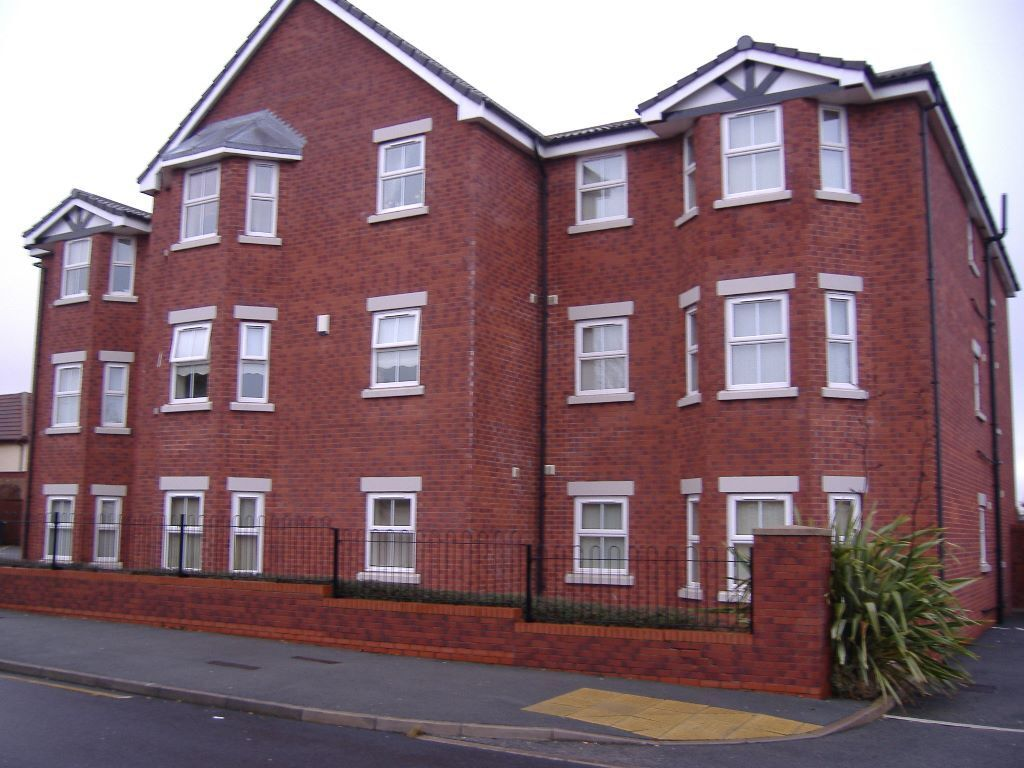 Charlton Court L25 - First floor one bed furnished flat to let with parking - nice quiet location