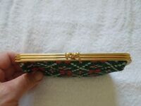 A Lovely Ladies Red/Green Welsh Tapestry Clip Purse With 2 Compartments