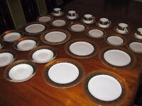 LUXURY 30 PIECE DINNER SERVICE