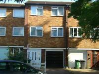 CHINGFORD E4 - STUNNING 4 BEDROOM TOWN HOUSE- GARAGE - PARKING - VIEWS OVER GOLF COURSE - £444PW