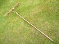 TRADITIONAL VINTAGE BENT WOOD PEG RAKE / HAY RAKE / GRASS RAKE / HAND MADE RAKE