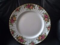 ROYAL ALBERT OLD COUNTRY ROSES 6 Large dinner plates.