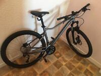 Specialized MTB Ladies New Never Been outside. Mint condition.