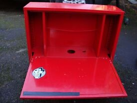 RED TOOL BOX LOCKING WITH KEY LARGE CUBOURD AND SMALL PULL DOWN STORAGE IN BOTTOM ONLY £20