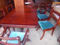 A LOVELY EXTENDING DINING TABLE WITH EIGHT MATCHING CHAIRS