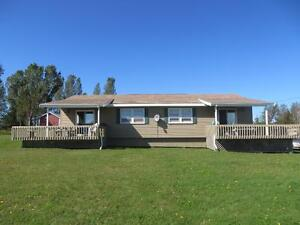 Large Beachside Duplex Cottage in Beautiful Canoe Cove, PEI
