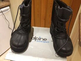 New Alpine waterproof/ snow boots size 9