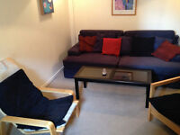 Singel Bedroom in Oldbrook in great house share, FAST wi-fi , SKY & BT sports TV, 4 mins walk to CMK