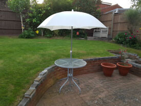 GARDEN TABLE WITH WHITE PARASOL