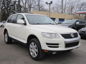 2010 Volkswagen Touareg TDI *DIESEL* ~ SUNROOF ~ LEATHER ~ AWD !