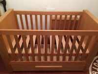 Bonito Bebe cot bed for sale. Transforms easily into toddler bed.
