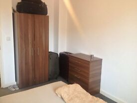 1 Bedroom Flat to Rent in Stains Road, Hounslow TW3 - Available immediately