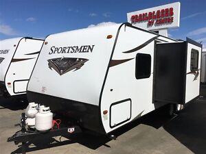 2017 Sportsmen 242 SBH SS Outdoor Kitchen Edmonton Edmonton Area image 3