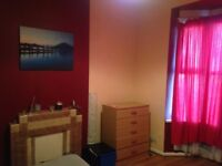 ROOM TO LET BEARWOOD !!!