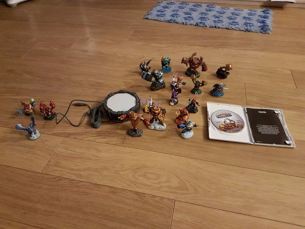 Skylanders giants with portal, games and