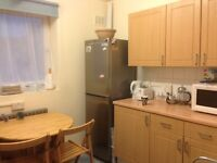 Massive double room available in a 3 bedrooms flat, NO ADMINISTRATION FEE