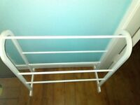 ** FREESTANDING TOWEL RAIL **