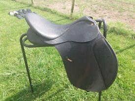 Wintec 17inch black wide saddle.