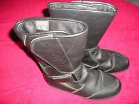 Ladies Akito 'Davos' Leather motorcycle boots Size 4 (38) Excellent Condition as only worn twice.