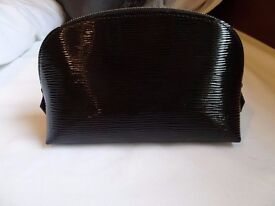 Authentic Louis Vuitton EPI leather cosmetic case/clutch black- great condition
