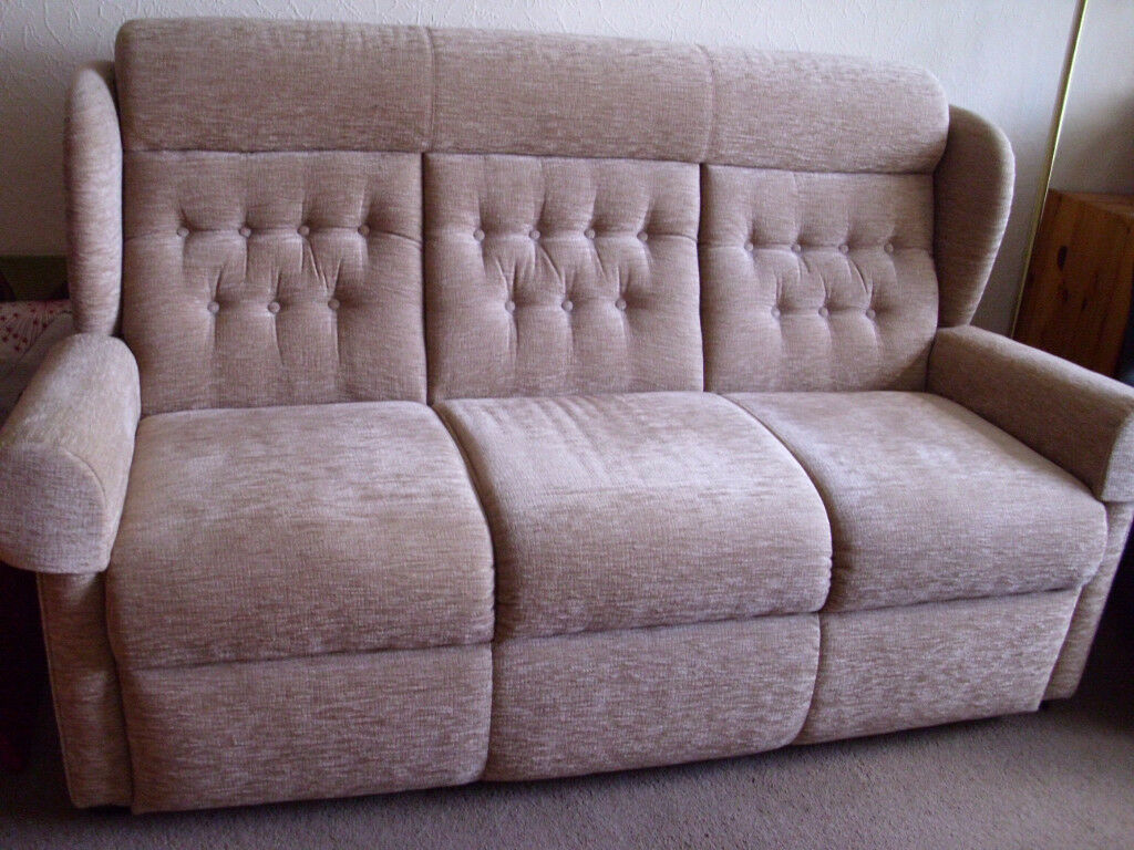3 Seater Wing-back Settee
