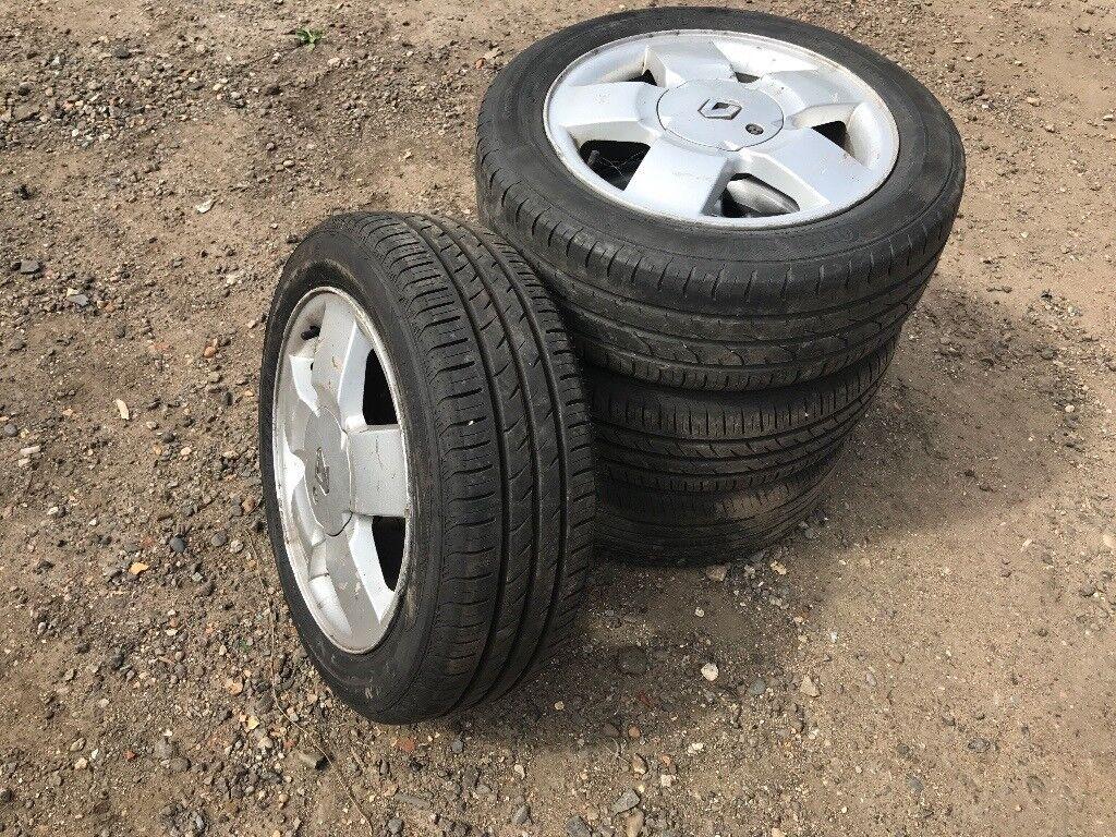 "Renault Clio / megane 15"" alloy wheels - excellent tyres"
