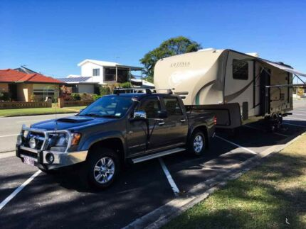 2010 Evergreen Ultima 27RK 5th Wheeler and Tow Vehicle