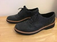 Clarks Brogues Ladies Shoes (size 6.5)