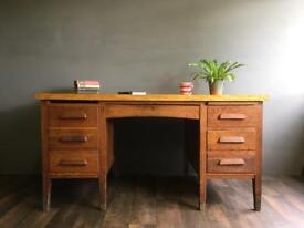 Large Oak Twin Pedestal Desk. Delivery possible.