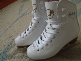 GALAXY FIGURE ICE-SKATES CHILD SIZE 11 hardly worn, in excellent condition